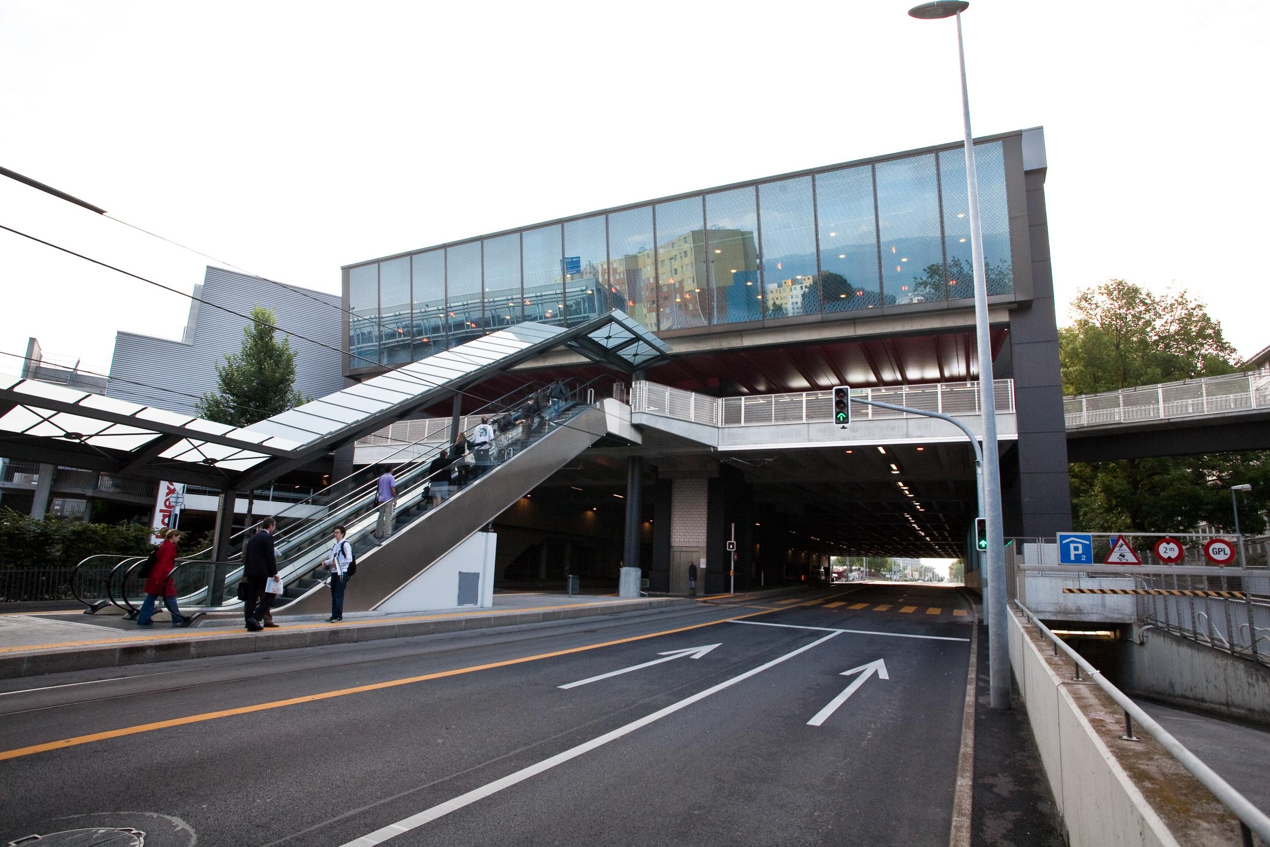 Centre commercial balexert extension construction perret - Centre commercial migros etrembiere ...